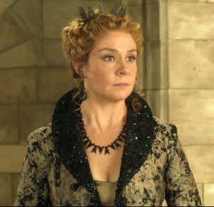 I seriously love this crown. She's the best dressed person on this show.