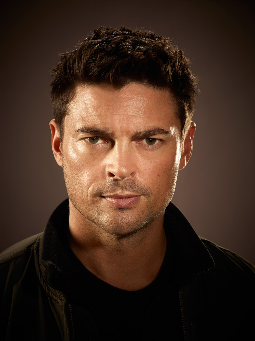 Karl-Urban-of-Almost-Human